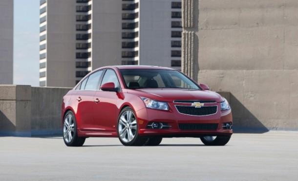 2014-Chevrolet-CruzeRS-010-medium